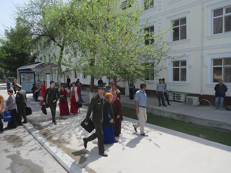 Daily life is seen in Ashgabat. (Soltan Achilova)