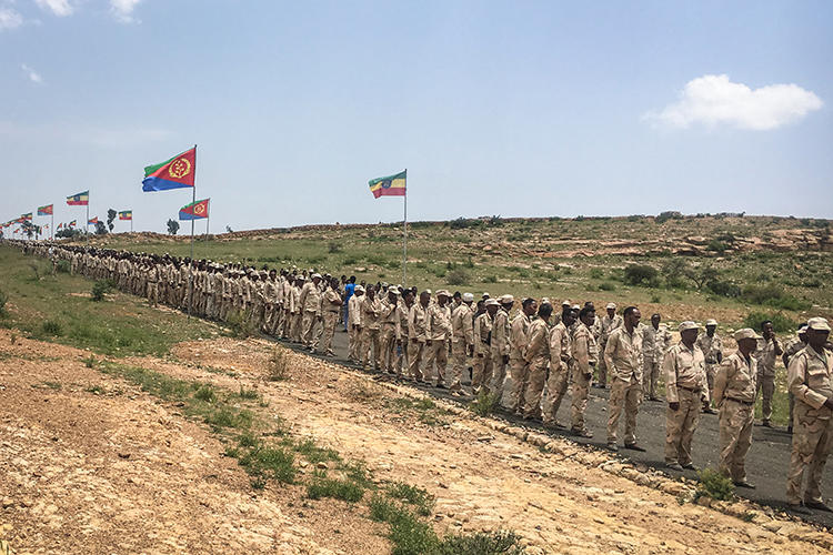 Eritrean soldiers are seen near the border with Ethiopia on September 11, 2018. CPJ recently joined a letter urging the UN to maintain pressure on Eritrea. (AFP)