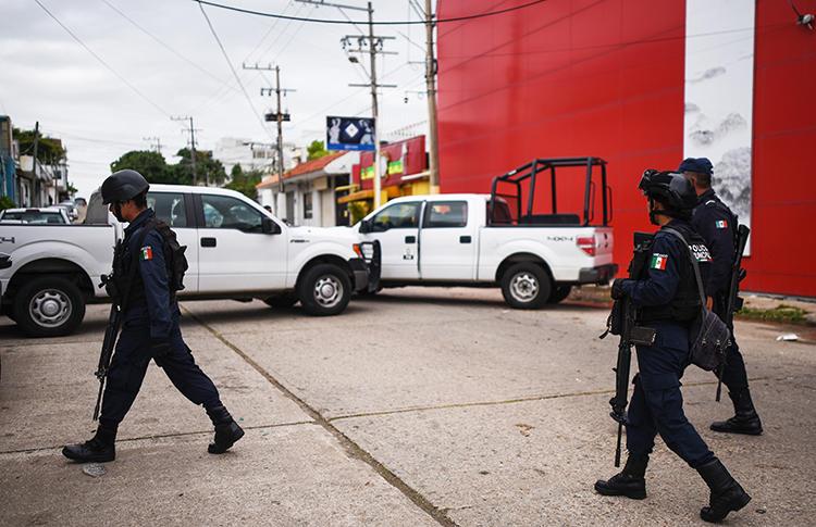 Police officers are seen in Veracruz, Mexico, on August 29, 2019. Gunmen recently attacked journalist Fernanda de Luna Ferral in Veracruz. (AFP/Victoria Razo)