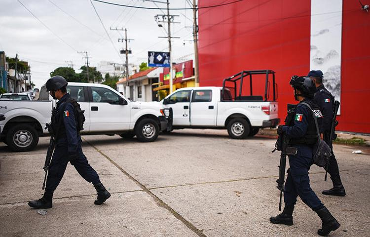 Police officers are seen in Veracruz, Mexico, on August 29, 2019. Gunmen recently attacked journalist Fernanda de Luna Ferral in Veracruz. (AFP/Victoria Razo)