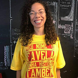 Jornalista comunitária brasileira Gizele Martins (Gizele Martins)
