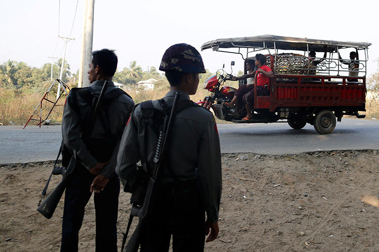 Police officers are seen in Sittwe, Myanmar, on March 3, 2017. Journalist Kyaw Linn was recently attacked and threatened in Sittwe. (Reuters/Soe Zeya Tun)