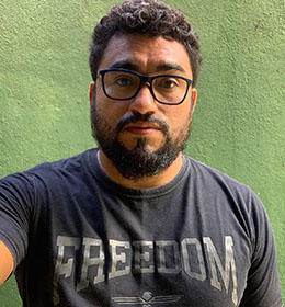 Jornalista comunitário brasileiro Raull Santiago (Coletive Papo Reto)