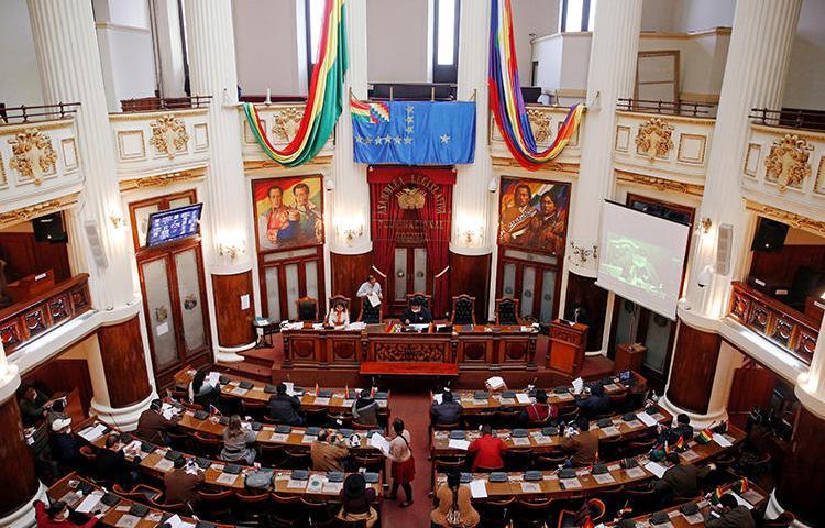 El Parlamento boliviano en La Paz el 29 de abril de 2020. Bolivia aprobó recientemente un decreto de emergencia que amplía las sanciones penales por difundir la desinformación sobre la pandemia del COVID-19. (Reuters / David Mercado)