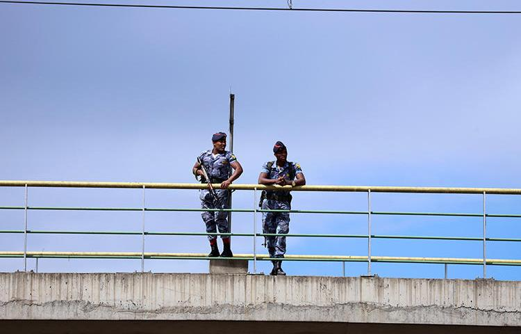 Security officers are seen in Addis Ababa, Ethiopia, on October 4, 2019. Ethiopian police have ignored several court orders to release staffers of the Oromia News Network. (Reuters/Tiksa Negeri)