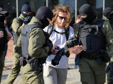 Belarus journalist detained
