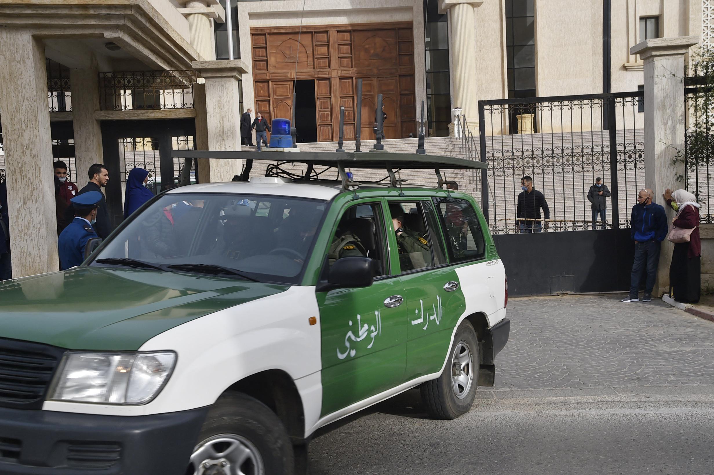 Le journaliste algérien Raba Karache a été condamné à 1 an de prison pour  fausses nouvelles et charges contre le gouvernement